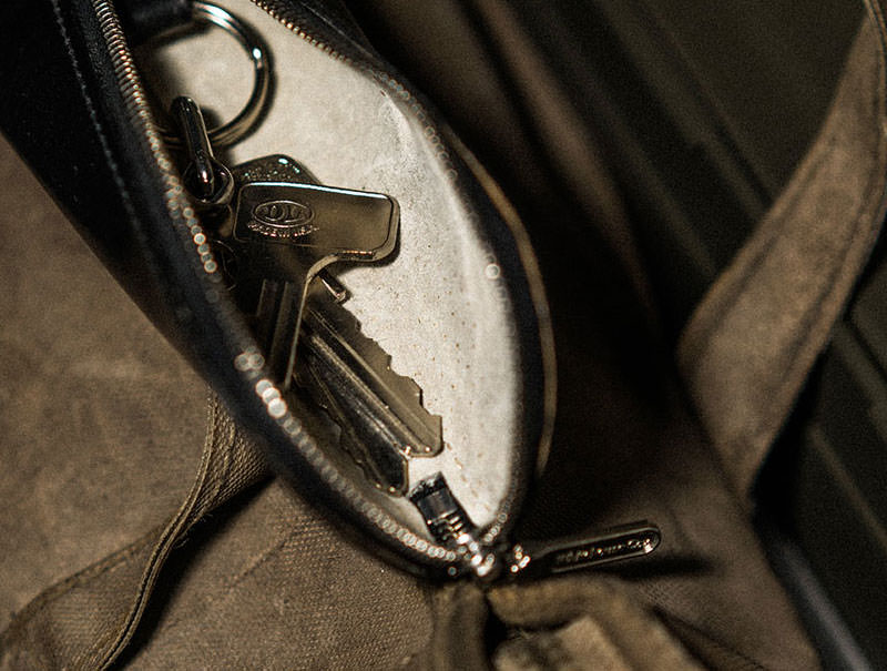 S1881 ZIP KEY CASE / BRIDLE
